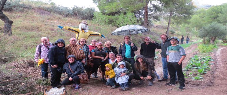 Grupo de integrantes de los huertos urbanos de Sax