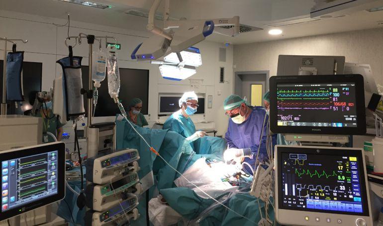 Intervención quirúrgica en el Hospital San Cecilio de Granada