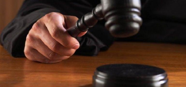 Condenado a 28 meses cárcel por herir a su hijo y amenazar a su exmujer con un serrucho