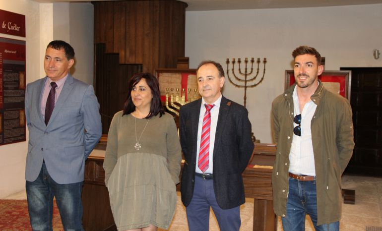 De Izquierda a derecha, el director de la Cátedra España Israel, Ignacio Sanz, la concejal de Turismo Nuria Fernández, el teniente de alcalde Javier Hernánz, y el técnico de Turismo Jorge Herrera.
