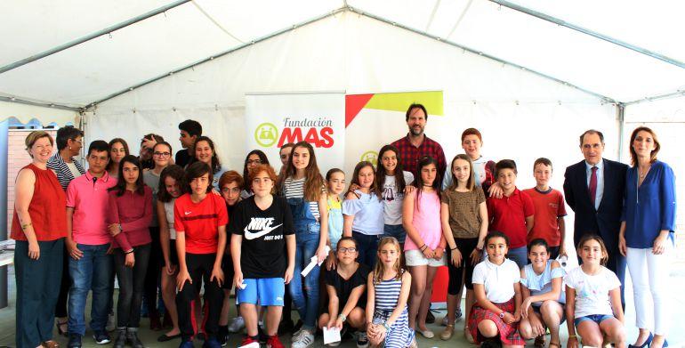 La Fundación MAS entrega los diplomas de inglés a los niños becados