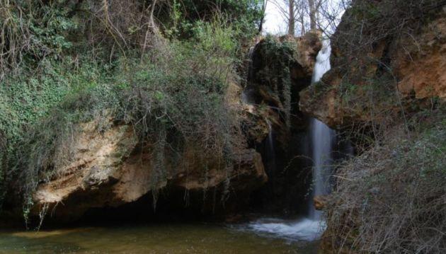 Cascada del Molino o del Arco Iris en la hoz del río Trabaque.