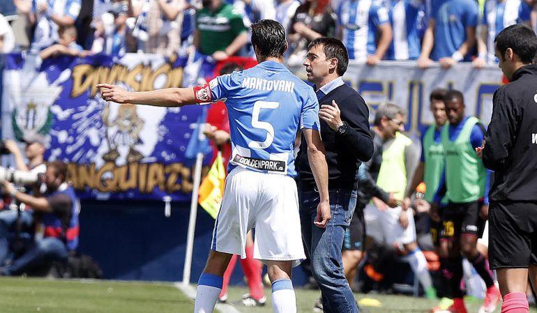 Garitano da instrucciones a Mantovani durante un encuentro de la temporada pasada.