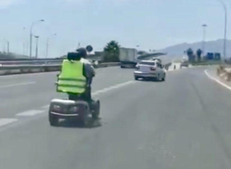 El video circuló este lunes por las redes sociales alertando a los agentes de seguridad en Málaga