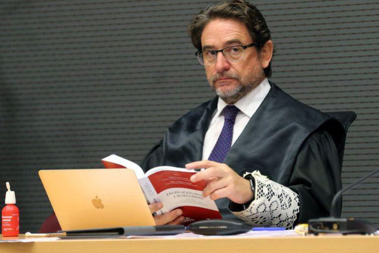 Resultado de imagen de El CGPJ suspende de todas sus funciones al juez Alba