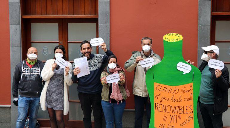 1.200 firmas en el Cabildo en contra del  gas ciudad en La Laguna