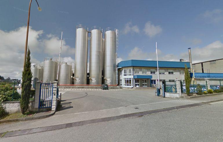 Entrada a la fábrica de Lactogal en Meira, comprada por Covap, interproveedor lácteo de Mercadona