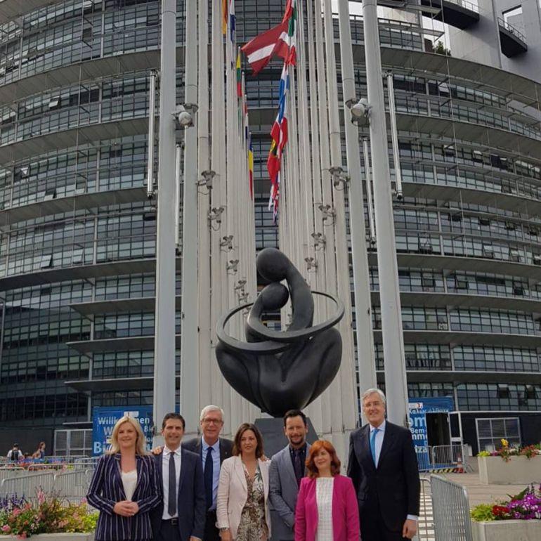 Las alcaldesas de Úbeda y Baeza, junto al resto de la delegación