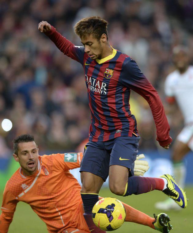 Roberto Fernández ante Neymar