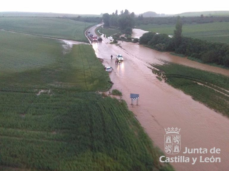 Inundación en la carretera entre Bercimuel y Pajarejos
