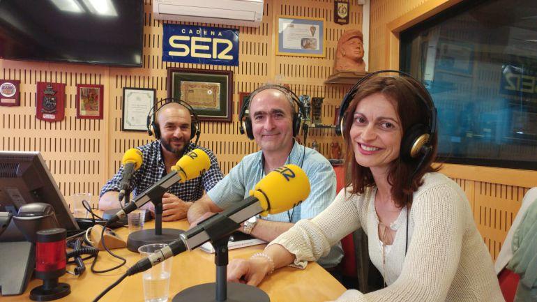 Jesús Borrego, Salvador Hernández y María José Albarrán, en los estudios de Radio Cádiz