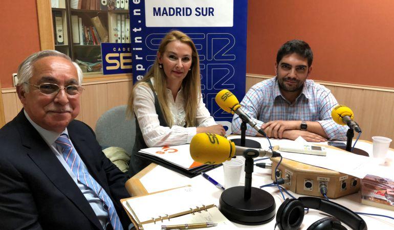 Julio López Madera, portavoz del PP en Pinto, Santiago Fernández, portavoz de Ganemos Valdemoro, y Patricia de Frutos, portavoz de Ciudadanos en Fuenlabrada