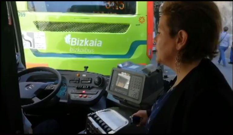 """Podemos demuestra que el botón de emergencia en los Bizkaibus """"no funciona"""""""