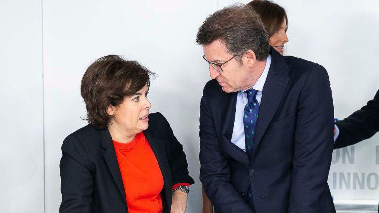 Alberto Núñez Feijoo y Soraya Sáenz de Santamaría tras una reunión de la ejecutiva del PP.