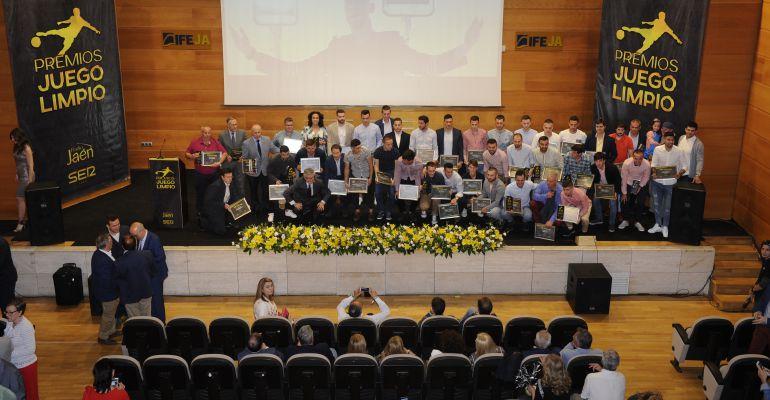 Foto de familia de los galardonados con los Premios 'Juego Limpio'.