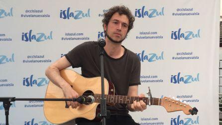 Rodrigo Mercado durante su actuación en directo.