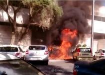 El fuego quema varios coches en un intento de robo en la discoteca Terraza Plaza Europa