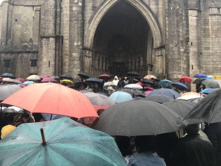 Cientos de personas reclaman soluciones para los afectados por la explosión en Tui