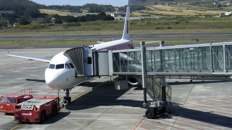 Avión de Iberia en la plataforma del Aeropuerto de Tenerife Norte