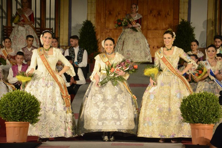 Proclamación de la Regina Major, Marta Arnal; y sus Damas, Laura Ros y Carmen Cholbi.