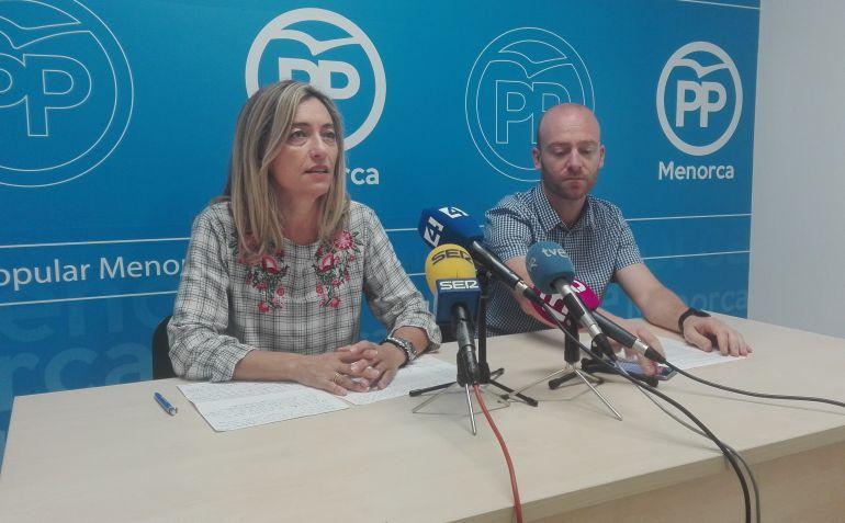 Los consellers del PP critican las obras en la carretera general.