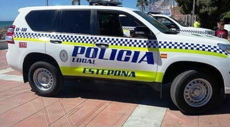 Los arrestados son dos agentes de la policía local de Estepona (Málaga)