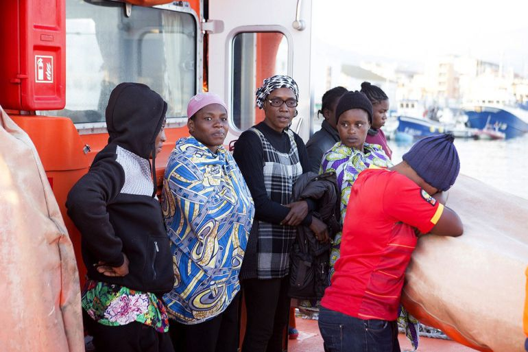 Mujeres llegadas en patera a Motril.