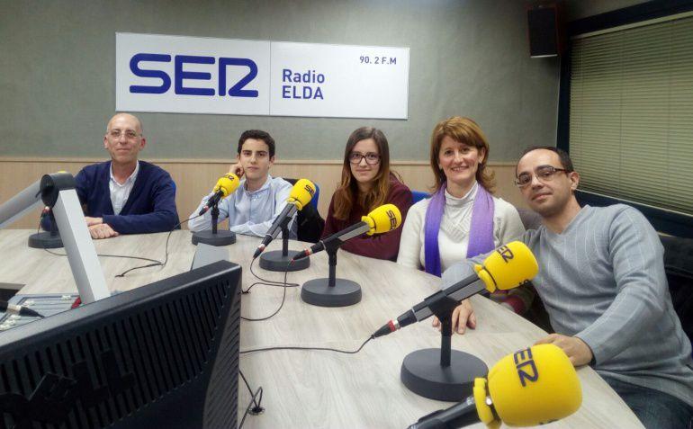 Imagen de la última visita a Radio Elda de los padres y niños eldense del programa ESTALMAT