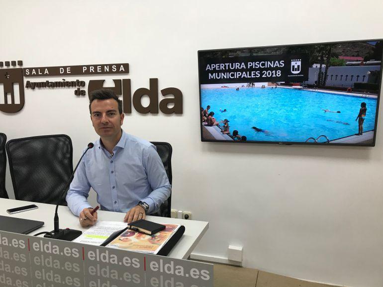 Fernando Gómez ha anunciado la apertura de las piscinas municipales de San Crispín