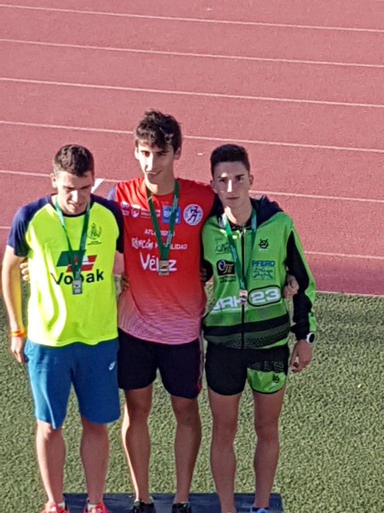 Adrián Díaz López logra la medalla de bronce y se subió  al podium este domingo en el campeonato Andaluz de Atletismo celebrado en  Cádiz