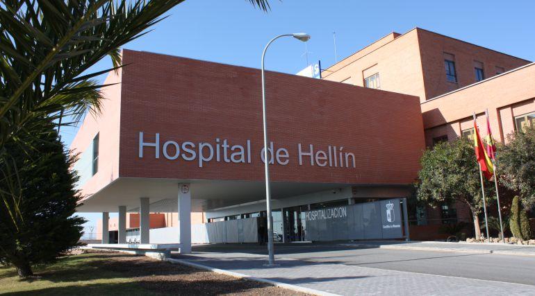 Trasladan al Hospital de Hellín a cuatro trabajadores tras salirse de la vía