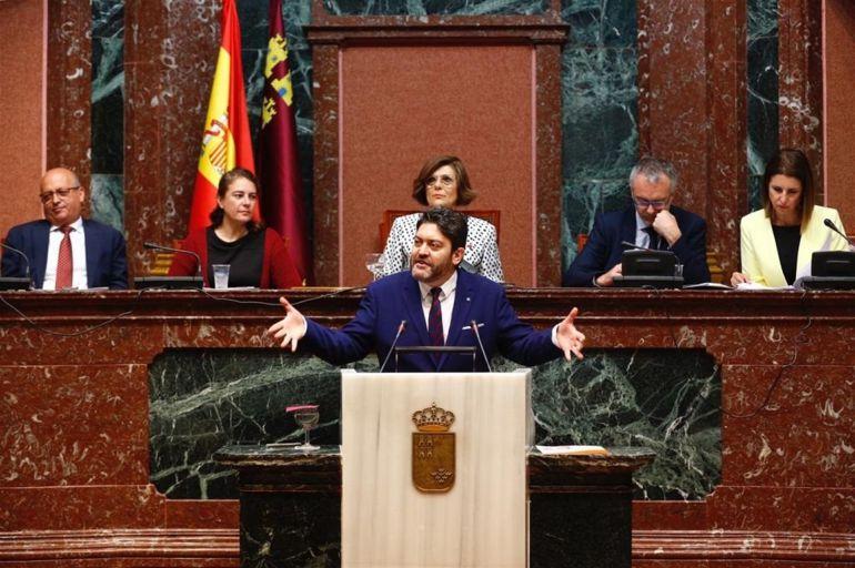 El portavoz de Ciudadanos, Miguel Sánchez, durante su intervención en el Debate del Estado de la Región.