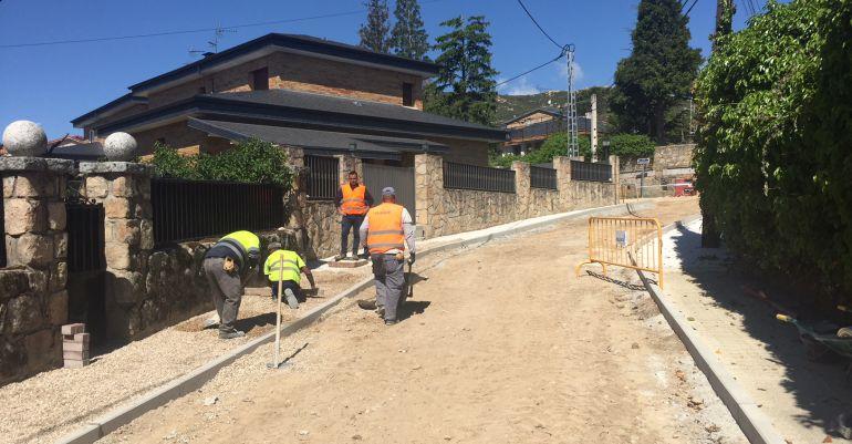 Obras en las calles de Becerril de la Sierra a cargo del PIR