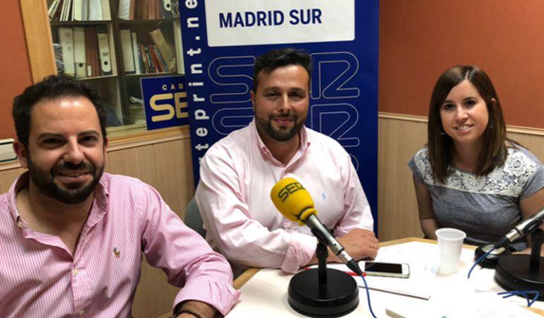 Rubén Maireles, portavoz del PP en Getafe, Miguel Ángel Gutiérrez, miembro de la ejecutiva del PSOE en Leganés; y Leticia Sánchez, portavoz de Podemos en Parla