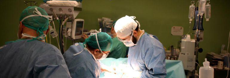 Según el Gobierno, los pacientes de Castilla-La Mancha esperan una media de cuatro meses para ser operados