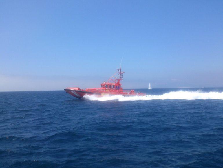La Salvamar Arcturus traslado, al Puerto de Tarifa, el cuerpo sin vida encontrado en altamar.