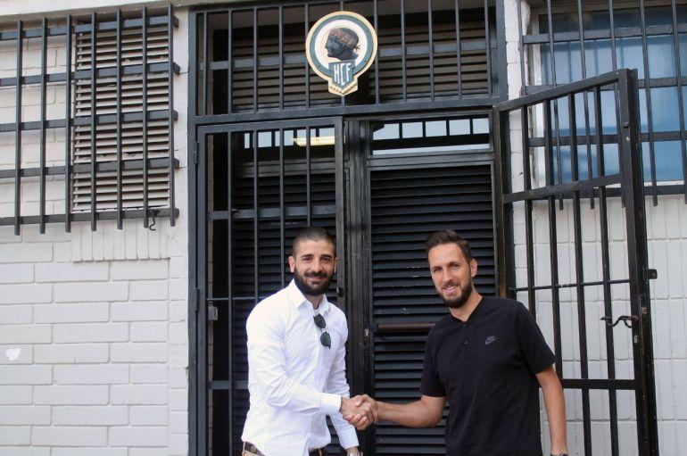 Javier Portillo y Lluís Planagumà, en la puerta de las oficinas del Rico Pérez