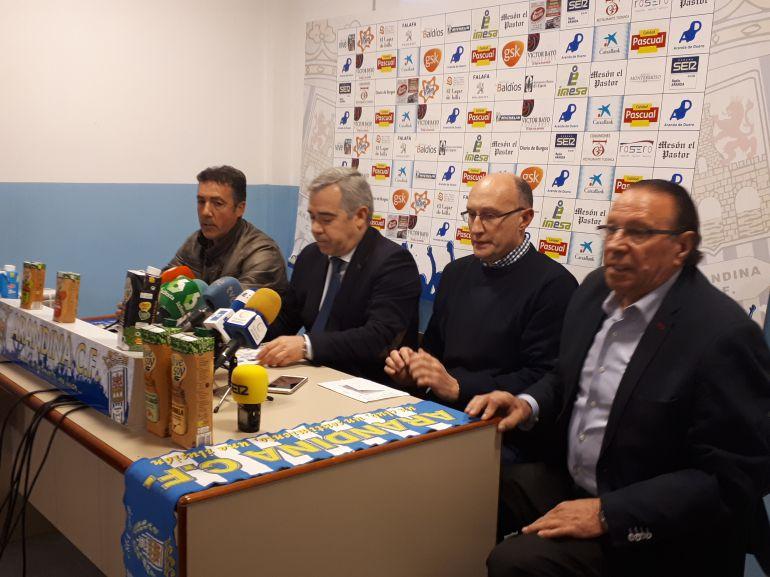 De izquierda a derecha, 'Campillo' que fue cesado, el secretario del club Javier Almendáriz, el jefe de prensa Javier Gómez y el presidente de la Arandina, Pedro García