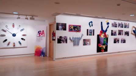 Las fotos de Ricardo Ferrero y los elementos creativos forman parte de la exposición