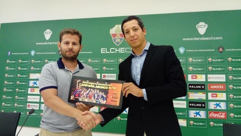 El presidente del C.V. Elche David Agulló, a la izquierda, con Luis Pérez, fundador de ESD