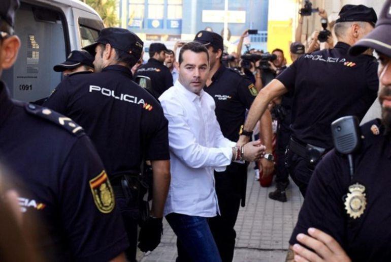 Francisco Javier Medina al llegar a la Audiencia Provincial