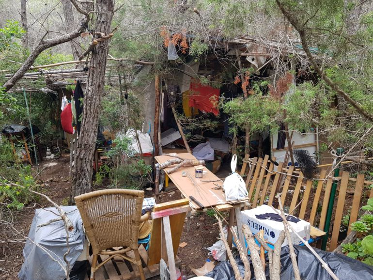 Viviendas: Desmantelado un asentamiento ilegal en Santa Eulària