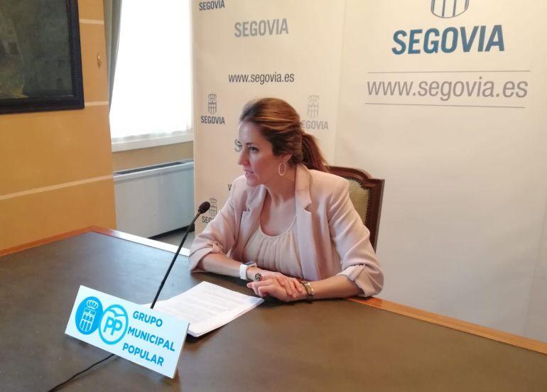 La portavoz popular en el Ayuntamiento de la capital Raquel Fernández durante una comparecencia ante los medios