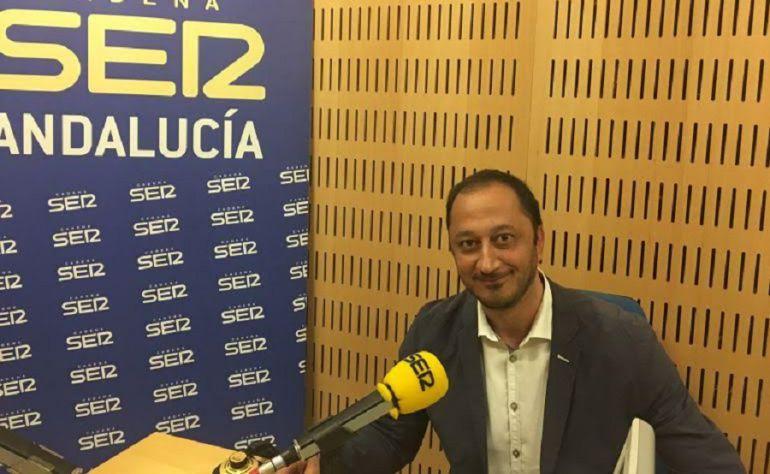 Alfonso Rodríguez Gómez de Celis durante una entrevista en Radio Sevilla. Imagen de archivo