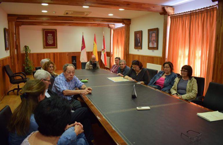 Vecinos de San Víctor se reúnen con el equipo de Gobierno de Tarancón.