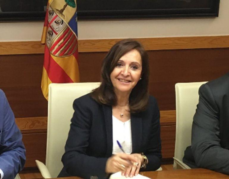 Carmen Sánchez, en la firma de un acuerdo con el Gobierno de Aragón
