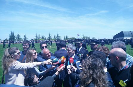 El ministro del Interior, Fernando Grande-Marlaska, atiende a los medios de comunicación