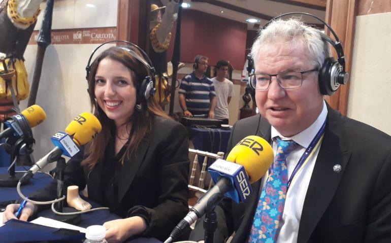 El presidente del Colegio provincial de Enfermería Carlos José Tirado con Gema Molina