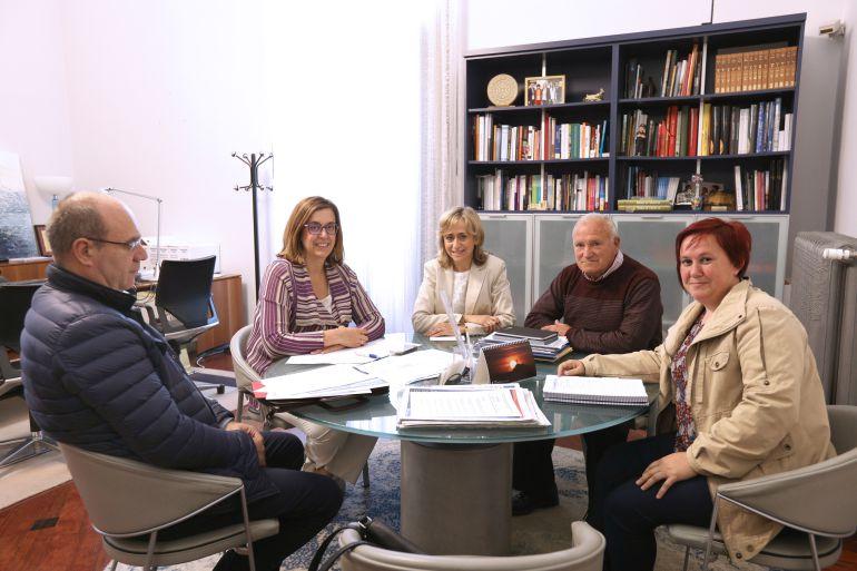 La Alcaldesa de Cobos de Cerrato (Palencia), traslada a la Diputación las necesidades de la localidad