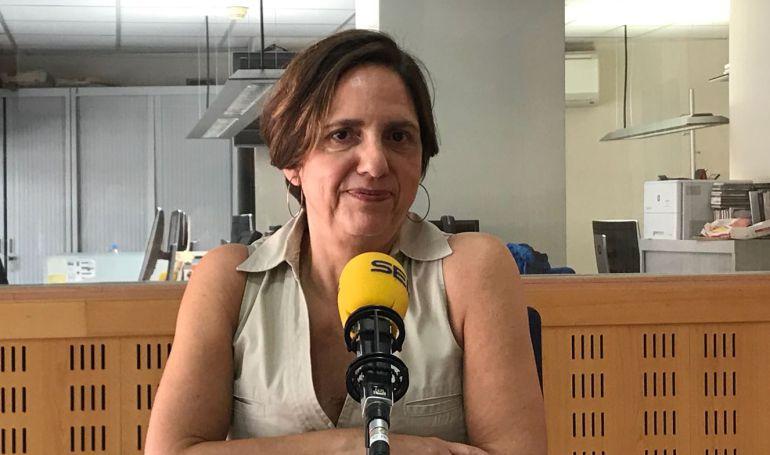 Mònica Margarit als estudis de Ràdio Girona.